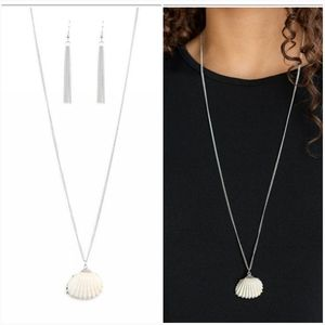 SHOW AND SHELL SILVER NECKLACE/EARRING SET